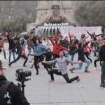La liamos en Plaza España; Flashmob pedida de mano.